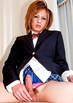 Reina is 19 years old and likes men who are strong and good at sex. Her dream is to have a full SRS surgery in the future.