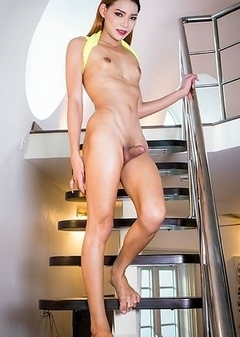 Maky is a gorgeous tall sexy girl with a hot cock.