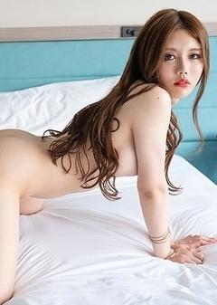 Incredible Chinese Shemale Beauty Masem Debut Photoshoot