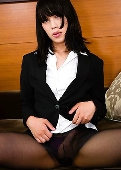 Mio a fresh faced bottom chick with an all-natural bod, kissable lips and an ample portion of shogun shaft which she keeps so beautifully tucked in he